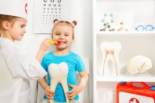 Kada je pravo vreme za prvi odlazak zubaru i koje su preventivne metode zaštite od karijesa?